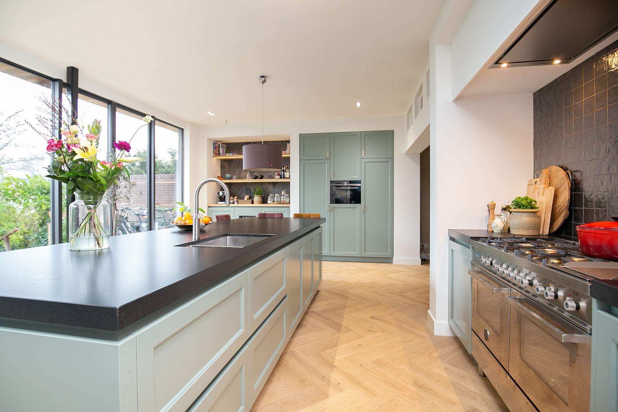 Keuken Den Bosch mat gelakt greeploos kaderfront
